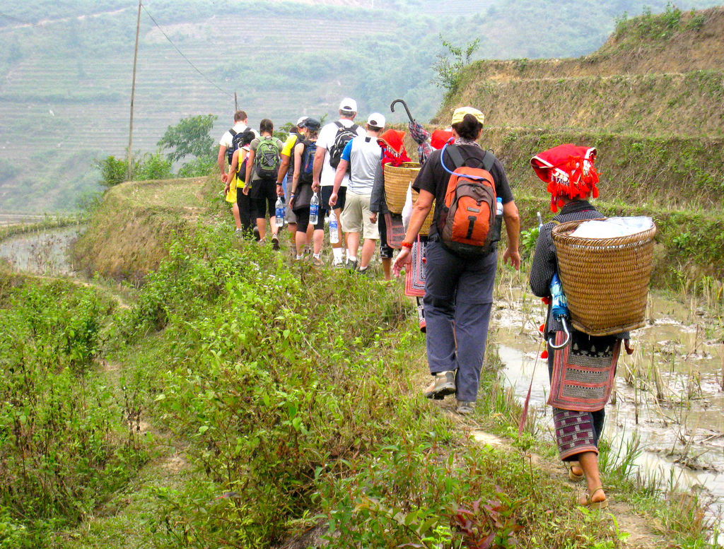 Tourists relax and relax, learn and explore the indigenous culture of Sapa people