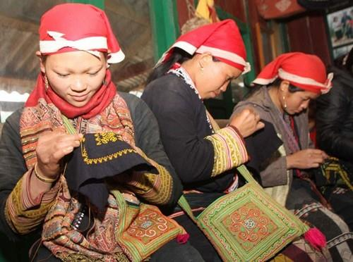 Red Dao people Sa Pa preserved brocade embroidery