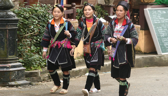costume of the Hmong