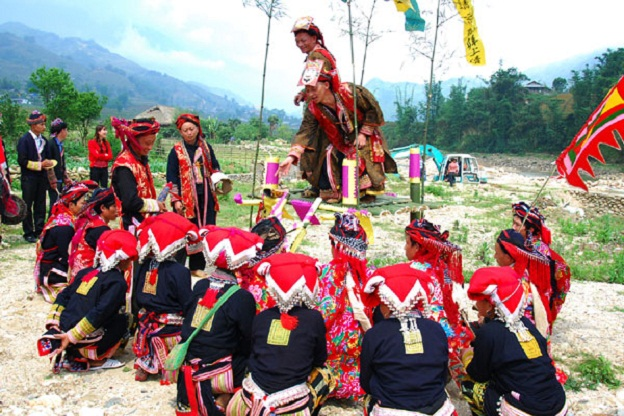 Sapa tours to learn Nhan Song festival of Red Dao ethnic group